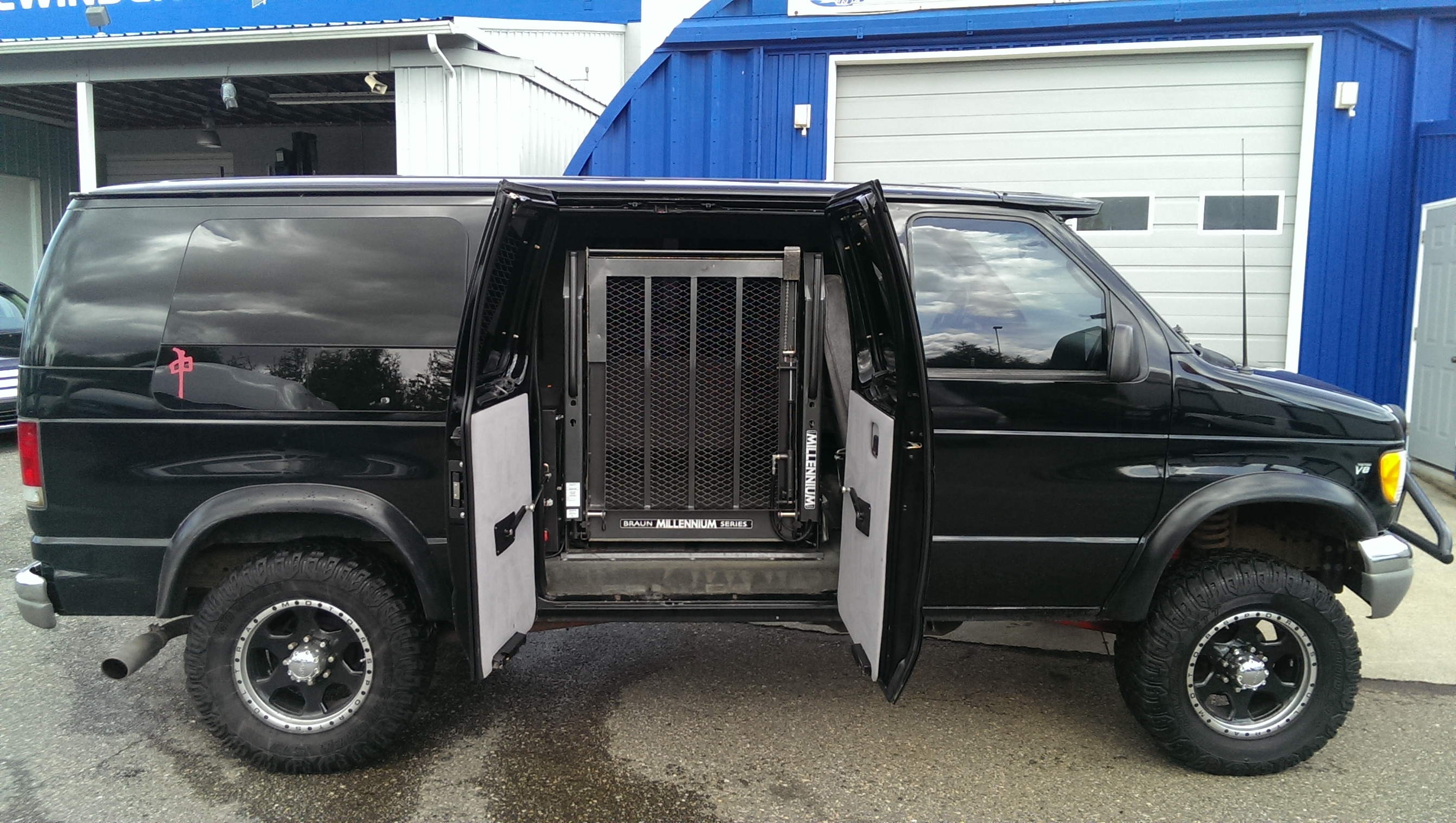 2014 full size custom vans autos post for Completely wheelchair accessible luxury house for sale